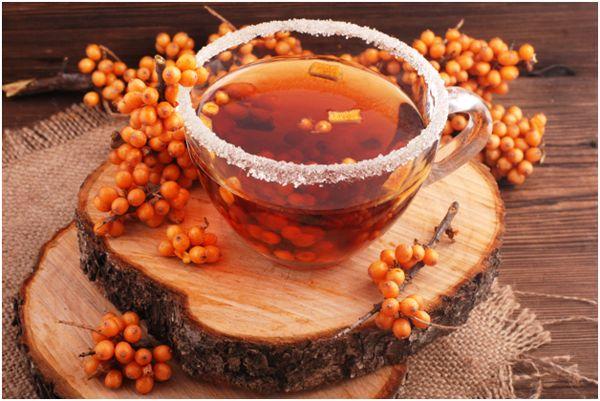 чашка с чаем из облепихи