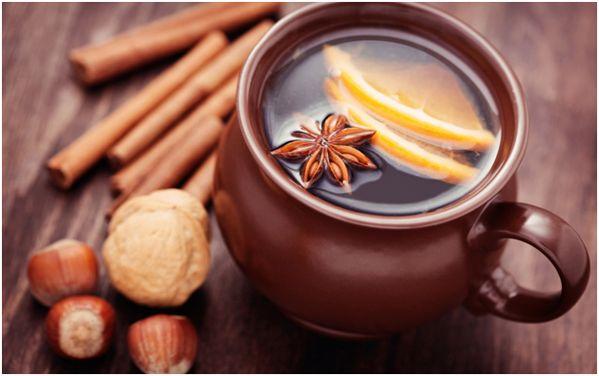 апельсиновый чай в кружке - горшке