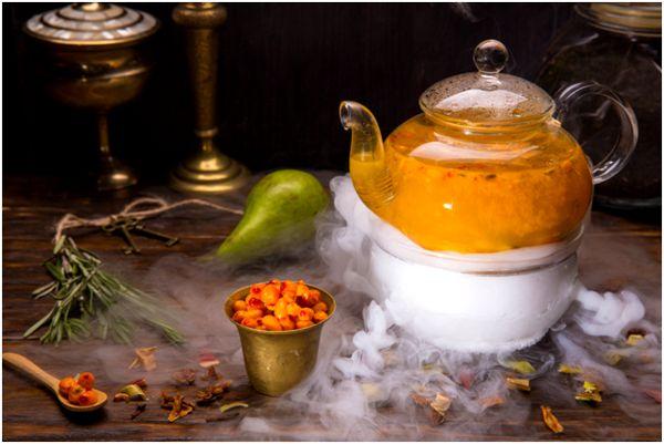 чайник с облепиховым чаем и спецэффектами