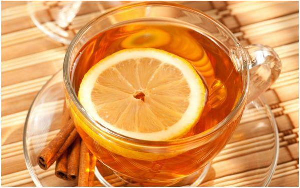чай с лимоном крупным планом