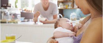 молодая семья на кухне