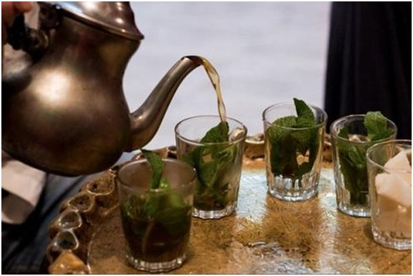 разлив марокканского чая