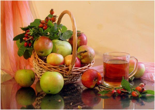 чай с шиповником и яблоки