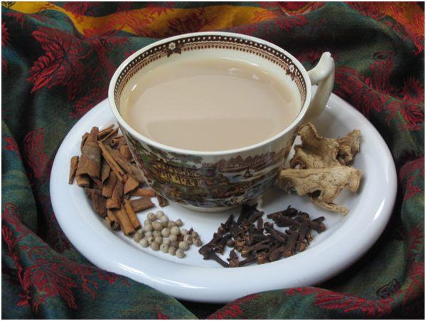 чай с молоком и специями