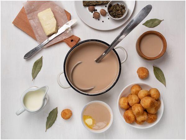 чай с молоком специями и маслом