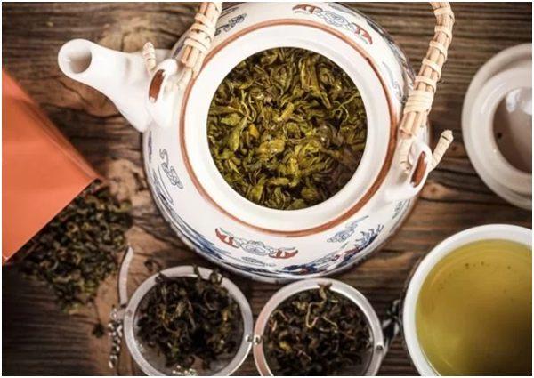 чай зеленый дракон в чайнике