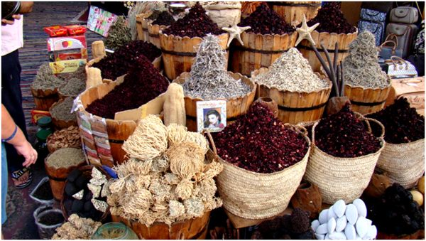 каркаде в корзинах на рынке