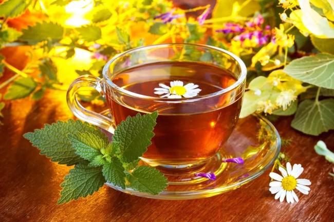 чай с ромашкой и душицей