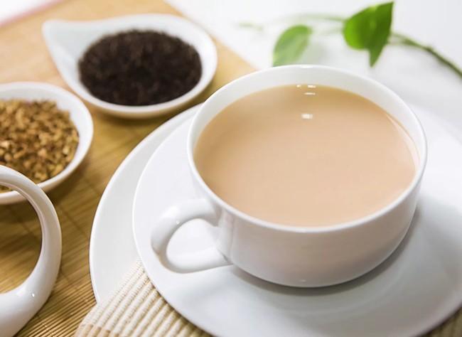 чашка чая с молоком