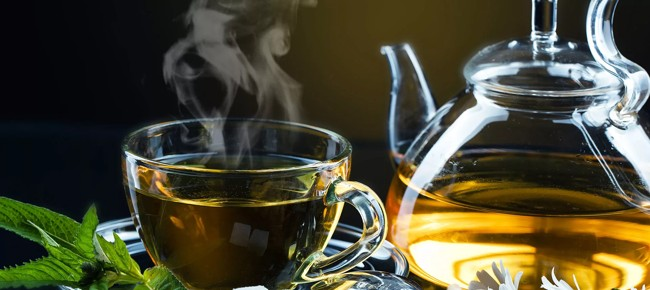 чашка горячего зеленого чая