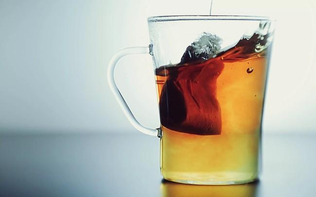 чайный пакет в чашке