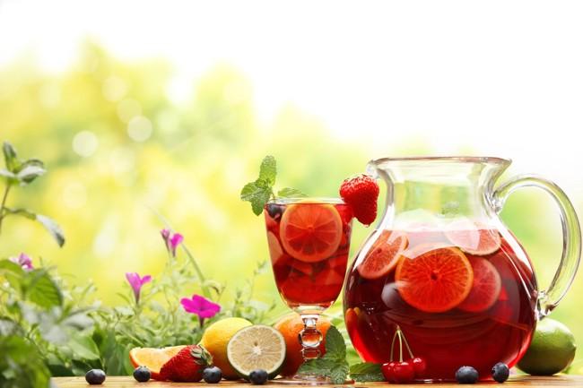 графин с фруктовым чаем