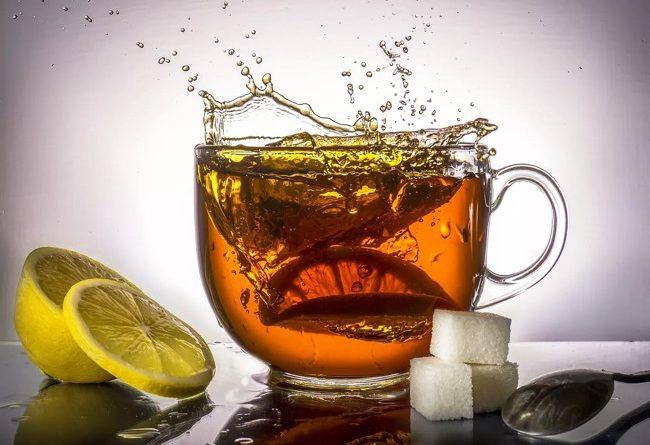 кружка чая с лимоном