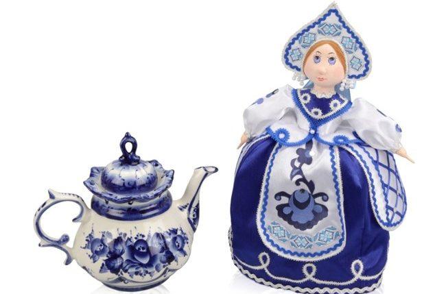заварочный чайник и кукла грелка