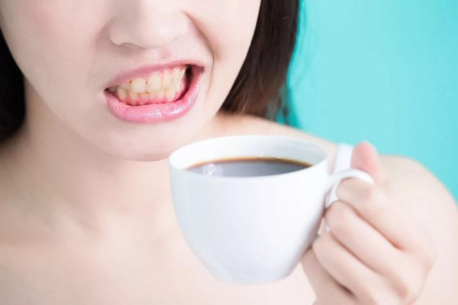 зубная эмаль от чая темнеет