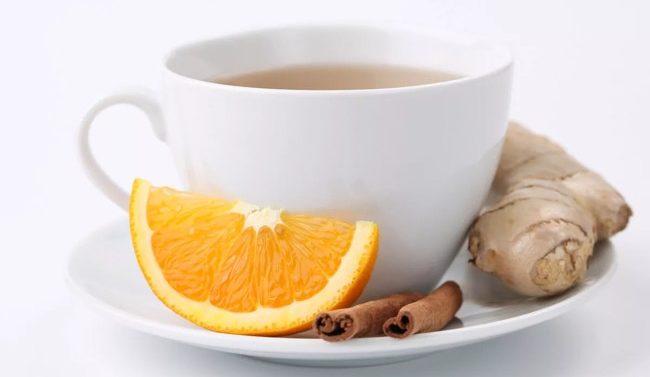 чашка чая с имбирем и корицей