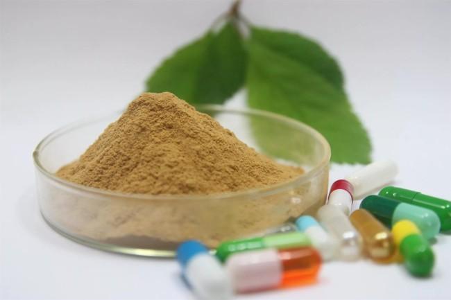 зеленый порошок и лист чая