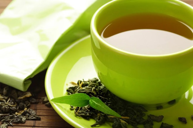 зеленая чашка чая