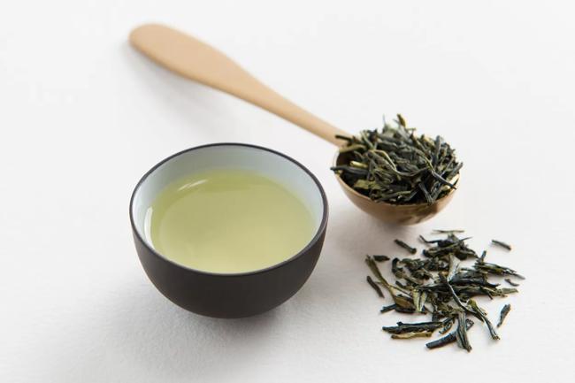 ложка зеленого чая