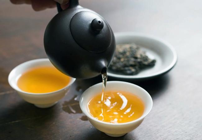 разливаем зеленый чай